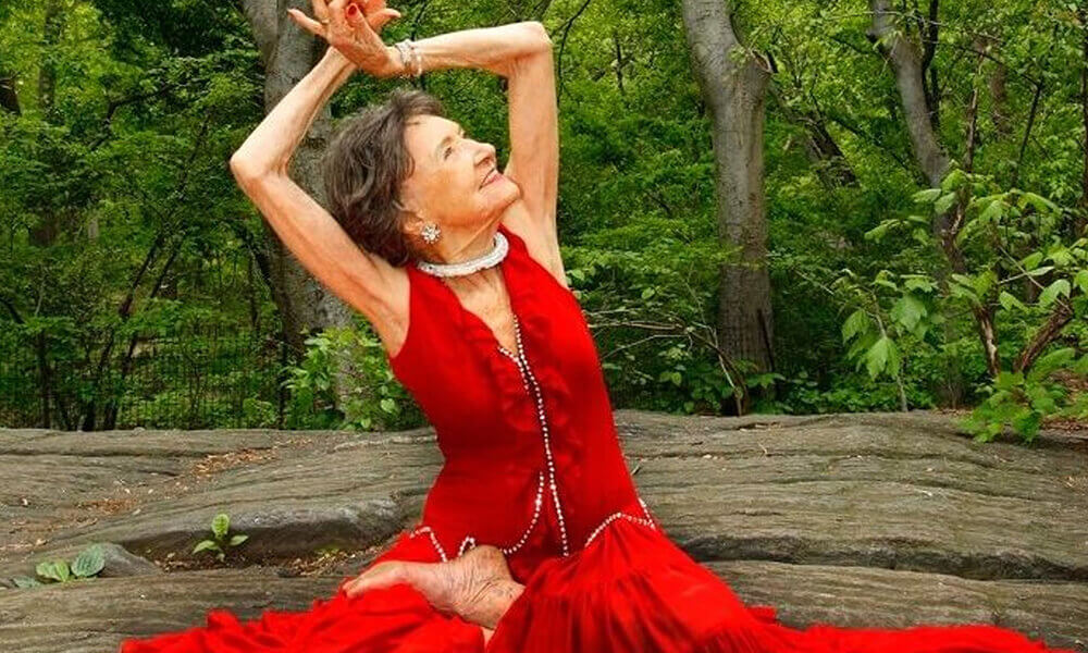 Tao Porchon-Lynch, a woman that is not too old to master yoga